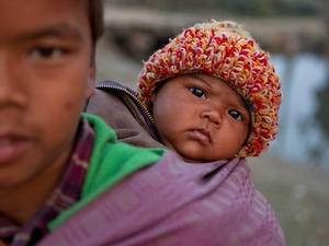 8 Man met kind Nepal