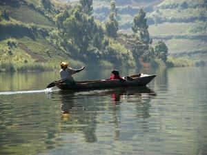 09 - Lake Bunyonyi - kano