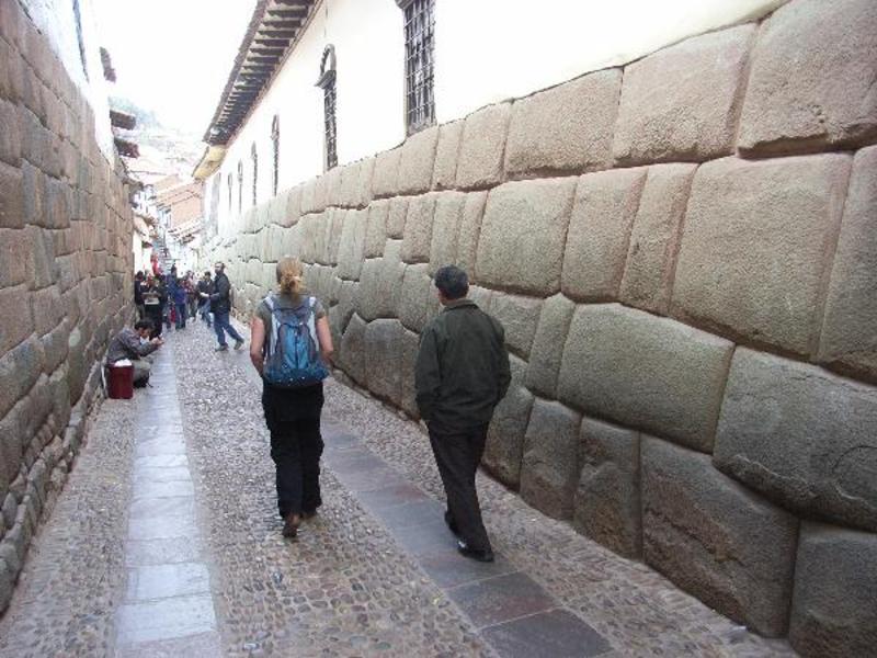 Inca-stenen-straatje
