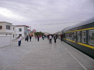 China en Tibet trein vervoersmiddel tussenstop perron Djoser