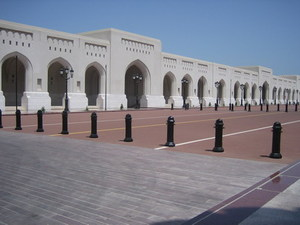 Muscat - de oprijlaan van het paleis