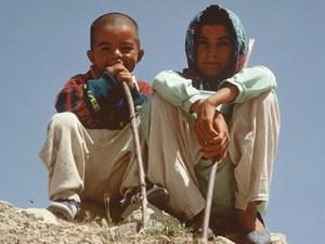Iran - jongens op rots