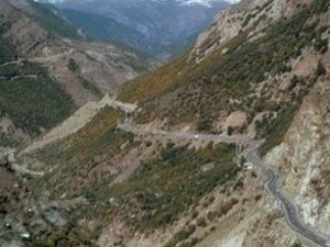 Iran - bergweg in het noorden