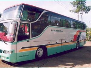 We reizen per eigen touringcar of minibus