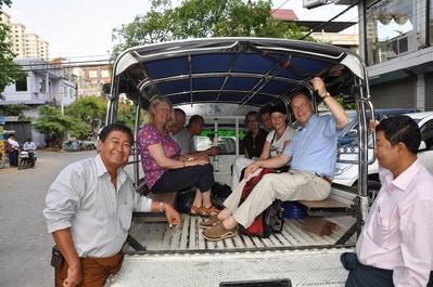 Myanmar bus excursie Djoser