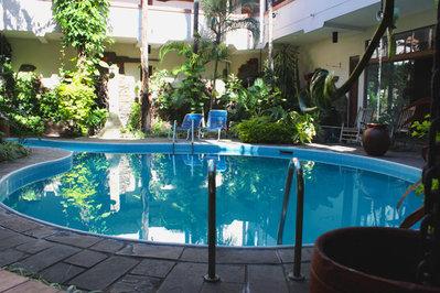 Bolivia hotel accommodatie overnachting zwembad Djoser