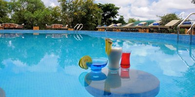 Kenia en Tanzania accommodatie zwembad Djoser