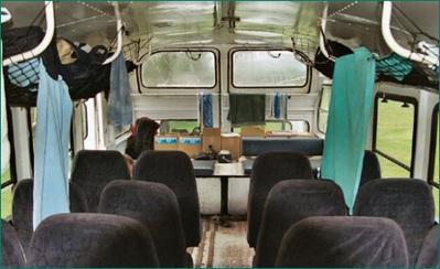 Kenia Tanzania Zanzibar binnenkant bus Djoser