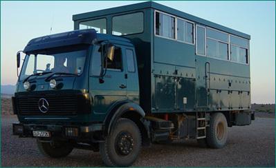 Tanzania bus vervoersmiddel buitenkant Djoser