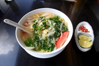 Noodlesoep eten Vietnam Djoser
