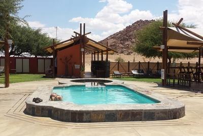 Dessert Camp Sossusvlei Namibië zwembad Djoser