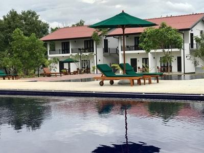 Joes Habarana Hotel zwembad Sri Lanka