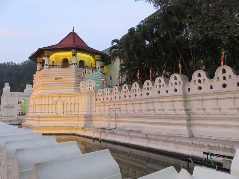 Queens Hotel aan het Kandymeer