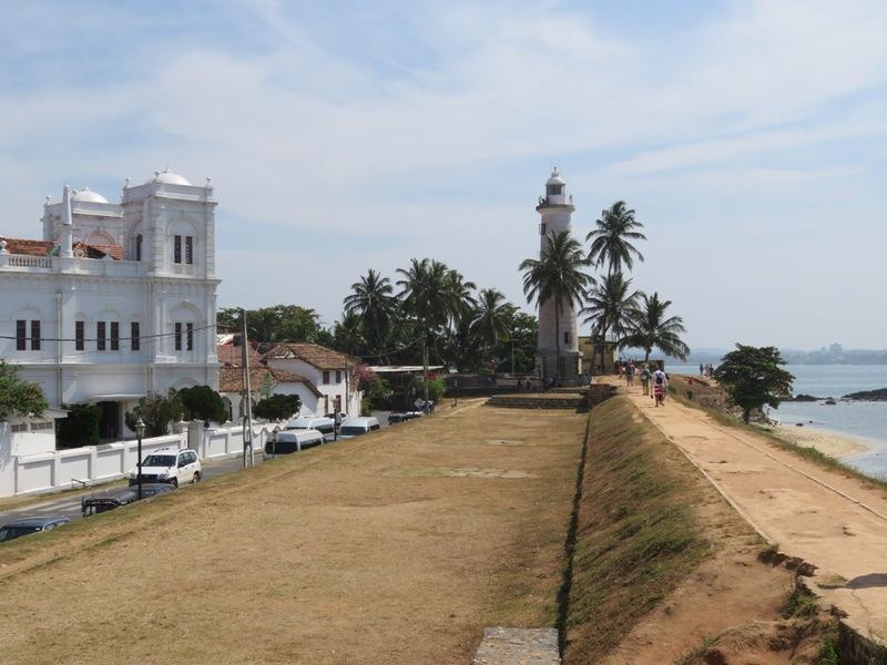 Koloniale gebouwen aan strand Colombo