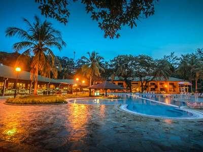 maleisie borneo damai beach zwembad
