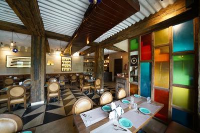 Hotel Broadway restaurant Varanasi India Djoser
