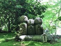 Beeldjes tempel Kamakura Japan
