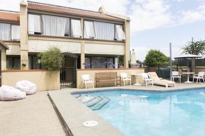 Hotel Beachcomber zwembad Nelson Nieuw-Zeeland