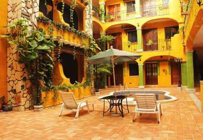 Hotel Haciende del Caribe binnenplaats Playa del Carmen Mexico