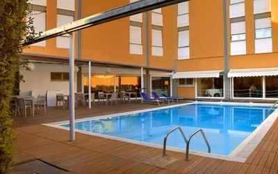 Hotel Mistral 2 zwembad Oristano Sardinie