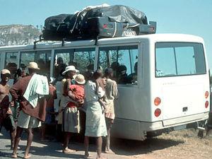 Bus met verkopers