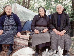 Elis - vrouwen onder boom