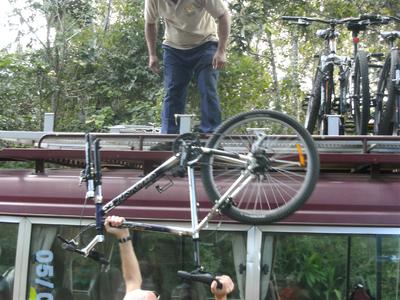 Lucien in Costa Rica met fiets